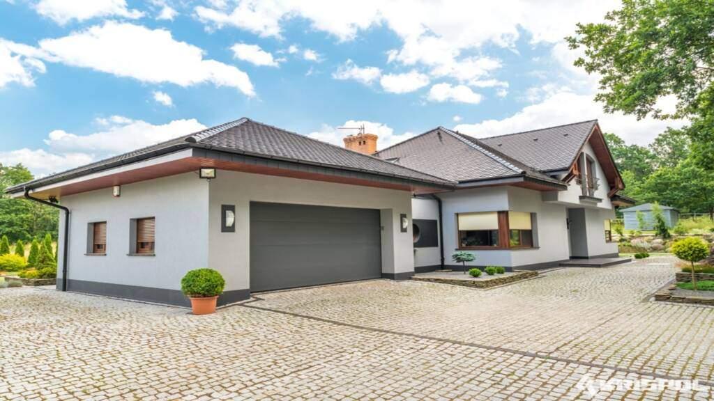nice house with garage door